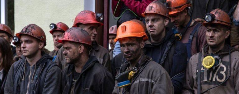 """""""Люди нарешті отримали гроші"""": Кабмін виплатив борги українським шахтарям"""