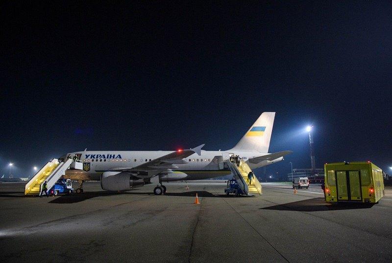 На президентському літаку евакуювали українців з Австрії