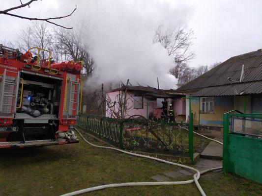 Під Чернівцями в будинку згоріла матір з трьома дітьми
