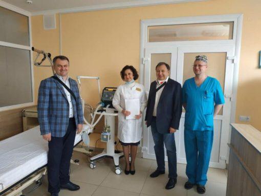 Синютка із Книжицьким передали львівській лікарні апарат ШВЛ