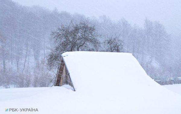 У Карпатах намело понад метр снігу