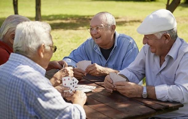Італійських пенсіонерів, які грали в карти в лісі, накрила поліція