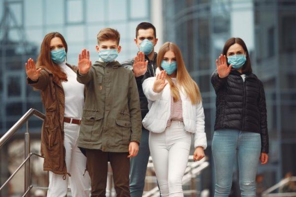 """Коронавірус в Україні масово """"косить"""" молодь: вірусолог назвала причини"""