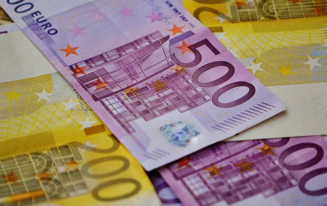 НБУ обвалив гривню: курс євро на 2 квітня