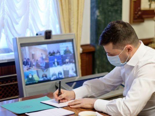 """""""Це жорстока безвідповідальність"""": Зеленський зробив важливу заяву про закриття лікарень у період пандемії коронавірусу"""