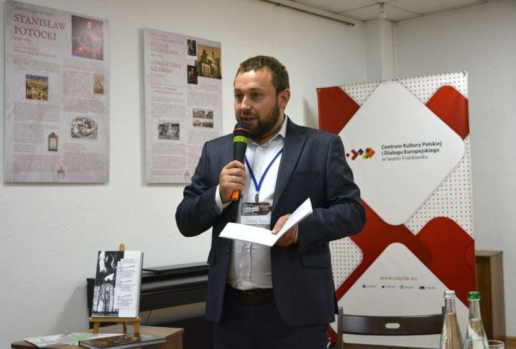 """Екс-співробітник Генконсульства Польщі, з подвійним громадянством, намагався """"відкупитися"""" від військової служби за 800 євро"""