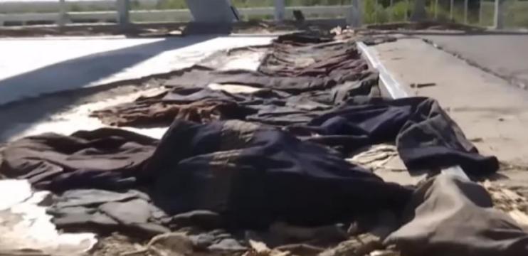 У Рівненській області міст «полагодили» ганчірками, куртками і штанами — відео