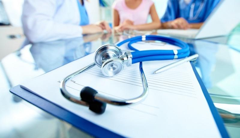 Великий стрес та навантаження: у лікарнях Харкова, де лежать хворі на коронавірус, масово звільняються медики