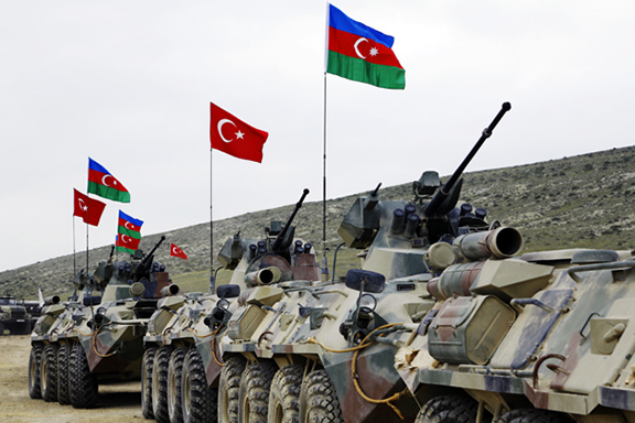 Людей закликають сховатися в підвалах: що відбувається в зоні конфлікту Азербайджану та Вірменії