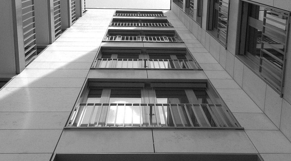 У Львові з вікна гуртожитку випав та розбився 21-річний студент – подробиці