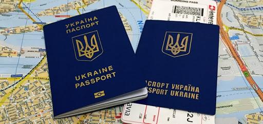 Євродепутати пригрозили скасуванням безвізу українським олігархам і політикам