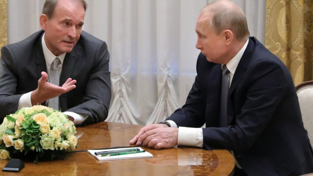 Вакцина від кума: Медведчук пропонує зробити з українців піддослідних кроликів Кремля