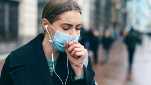 Експерти пояснили, чим відрізняється кашель під час коронавірусу і застуди
