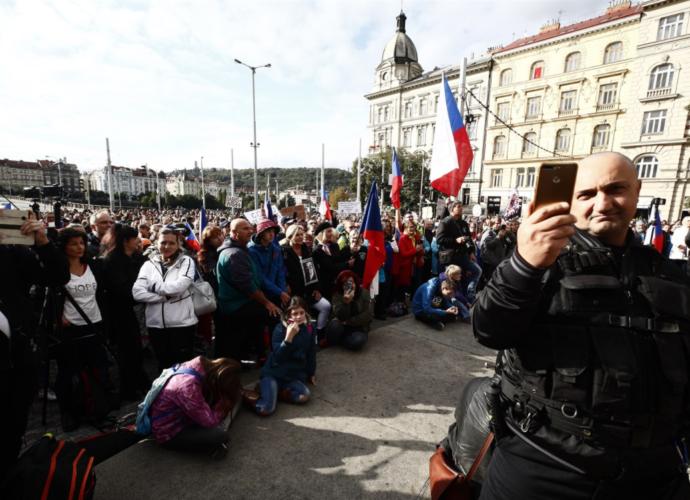 Сотні поліцейських виїхали до Праги. В неділю може бути небезпечно на вулицях столиці