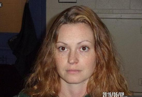 Погрожувала розправою: 33-річна вчителька фізкультури 8 місяців гвалтувала школяра (фото)