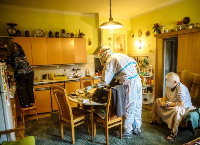 Чехи звітують про антирекорд в 15 700 хворих за добу