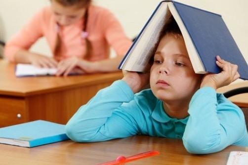 МОН просить вчителів не перевантажувати дітей