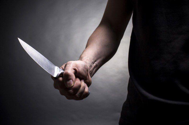 Чоловік понівечив знайомому обличчя ножем і відрізав палець