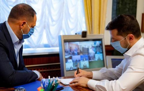 Офіс президента зловили на маніпуляції