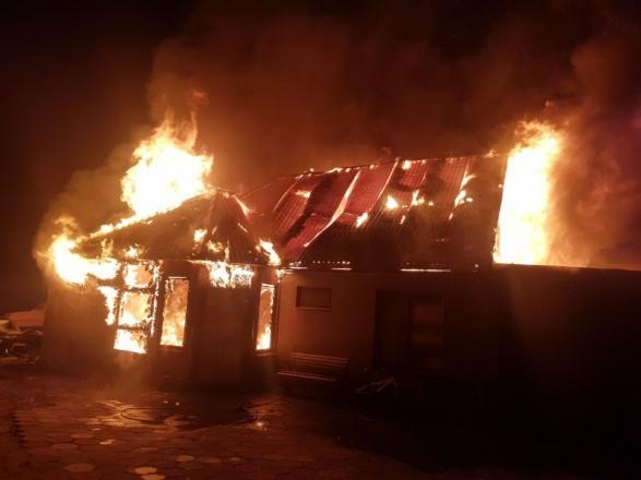 На Одещині через новорічну гірлянду повність згорів будинок