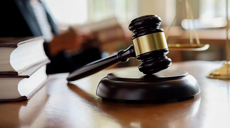 Двох людей засудили за репости у Фейсбуці