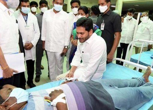 Через спалах невідомої хвороби в Індії вже госпіталізували понад 450 людей