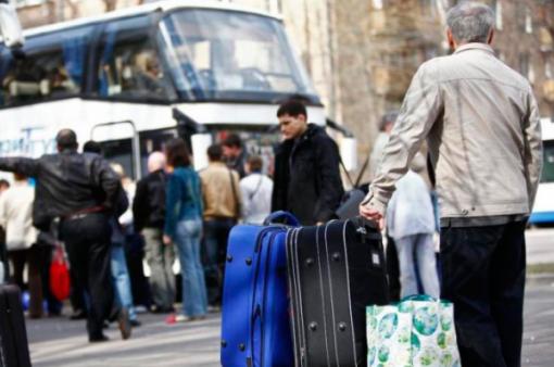 Українських заробітчан масово депортують з ЄС: назвали причину