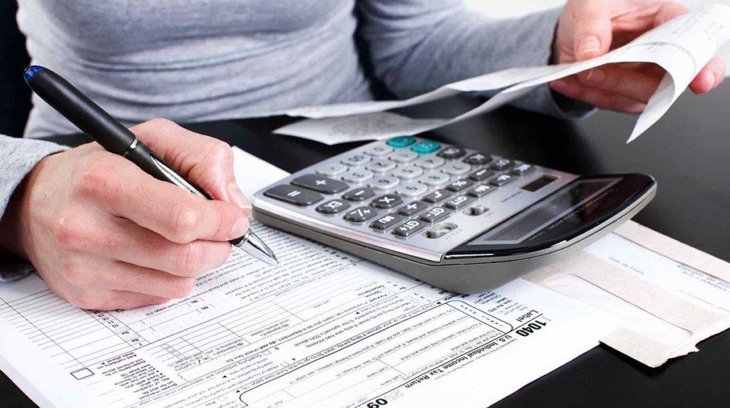 """Податкова """"пробачила"""" українцям боргів на 1,2 млрд гривень"""