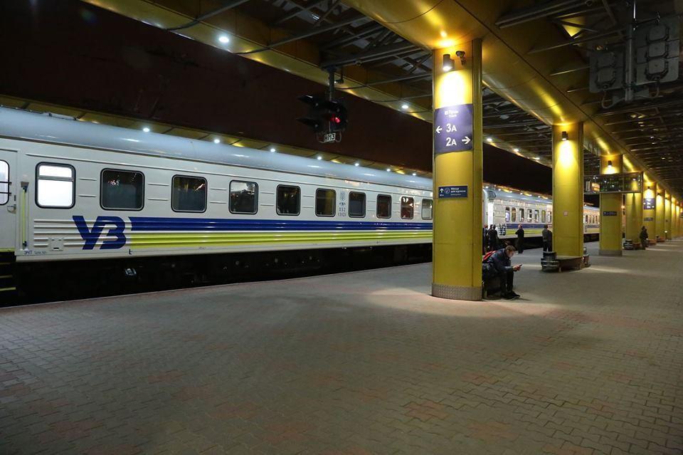 Укрзалізниця зупиняє продаж квитків: коли можна буде купити квиток