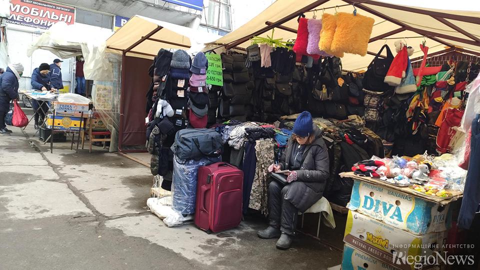 З речами на вихід: ФОПам і ринків хочуть заборонити торгувати одягом і взуттям