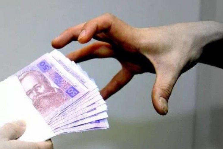 В українців видурюють гроші за допомогою служб таксі
