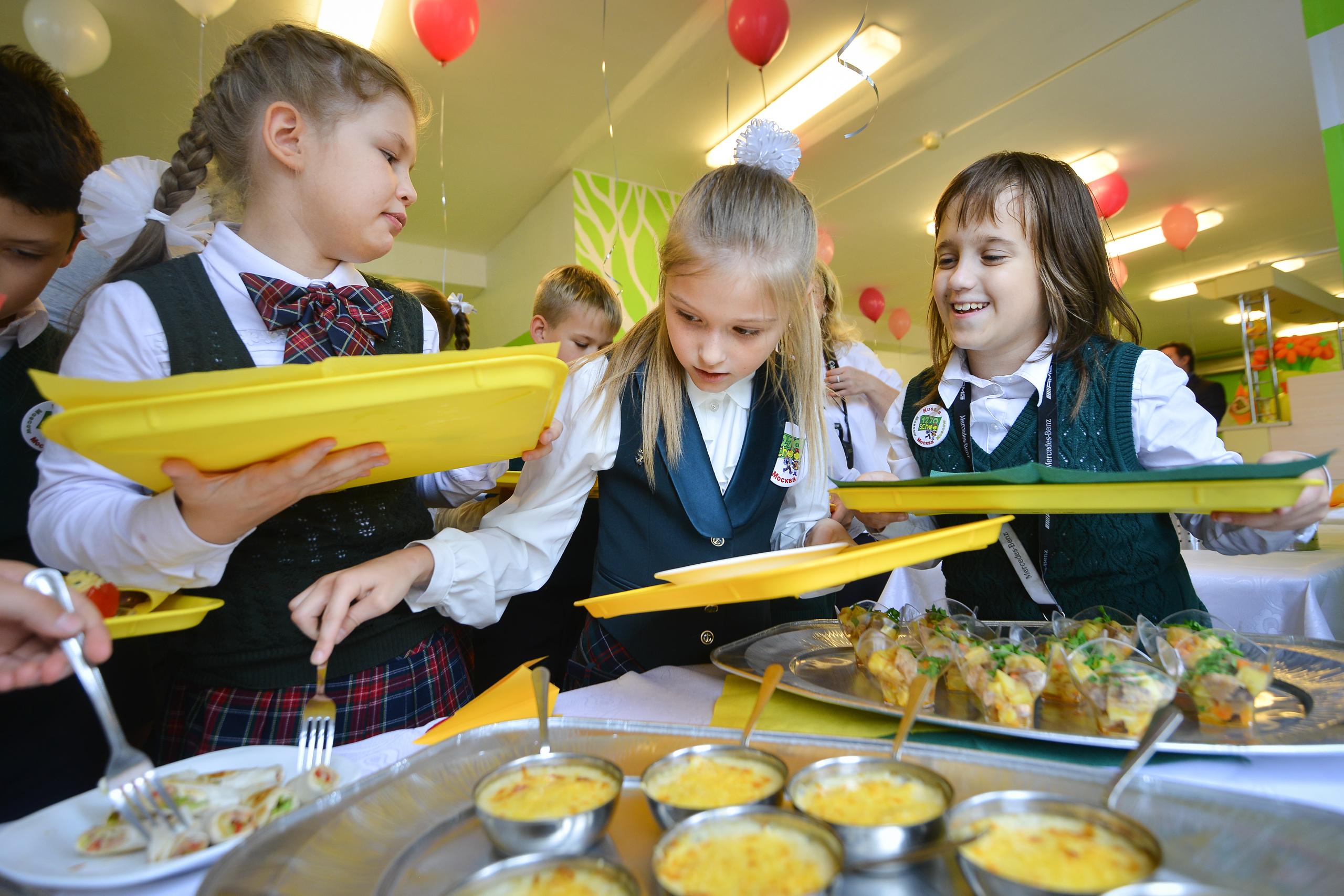 Дієтична їжа та заборона снеків: в Україні набув чинності санітарний регламент для шкіл