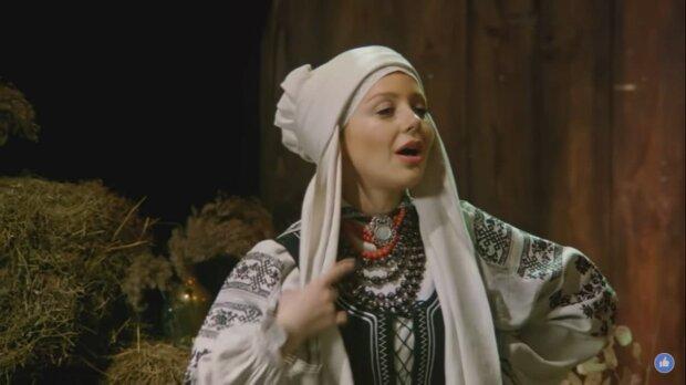 Тіна Кароль залізла в сіно, щоб показати українцям найкраще Різдво