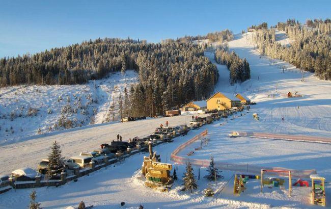 Суттєві знижки: в Карпатах починає сезон катання ще один сніжний курорт