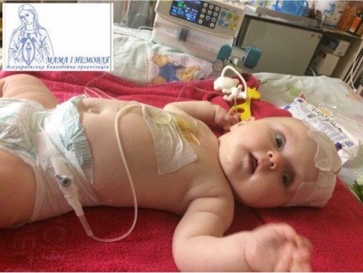 """Маленькій принцесі терміново необхідна операція на головному мозку, мама в сльозах благає про допомогу: """"Врятуйте Вікусю"""""""