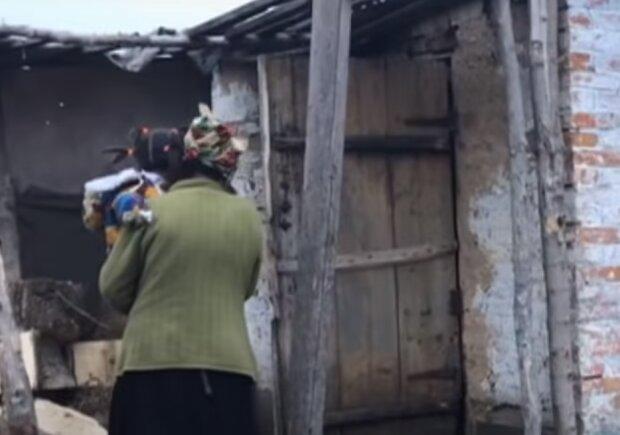"""У двері львів'янки постукали жінка з дитиною, не стримати сліз – """"Дайте поїсти і теплих речей!"""""""