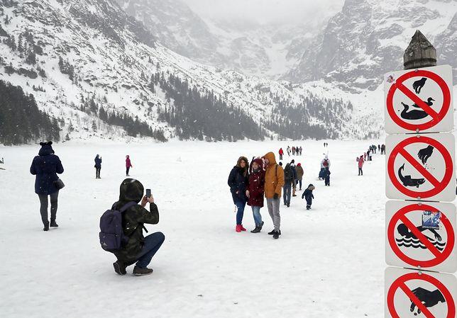 У Польщі українські туристи провалилися під лід на озері Морське-Око
