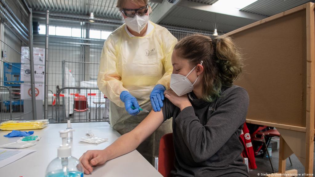 Чеські медики рекомендували зупинити вакцинацію в країні: деталі